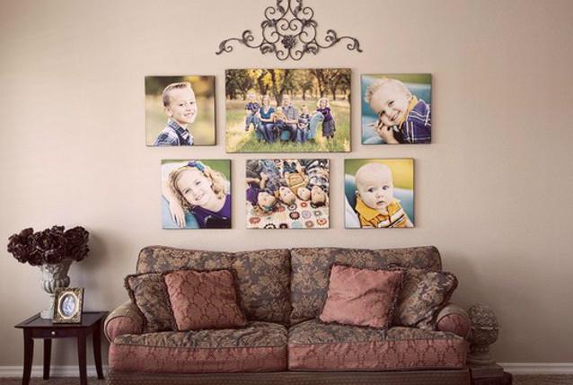 Фото на стене в интерьере